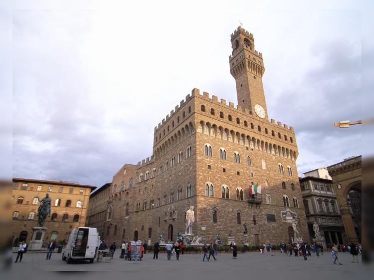Италия: Палаццо Веккьо переходит на ночной режим работы