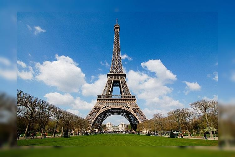 Франция: Эйфелева башня закрылась из-за забастовки персонала