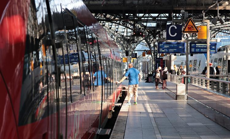 Из Москвы в Питер запустят регулярные поезда, билеты на которые дешевле «Сапсана»