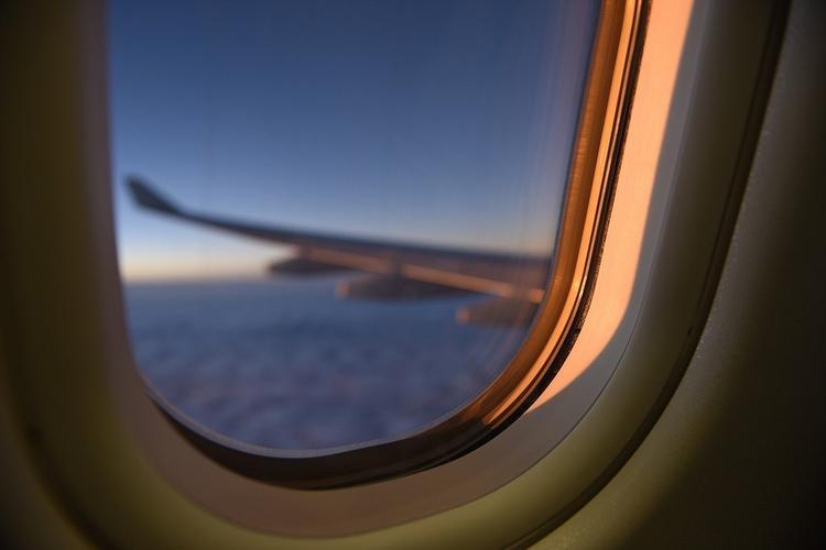 Как выбрать место в самолете, чтобы гарантированно сидеть у иллюминатора?