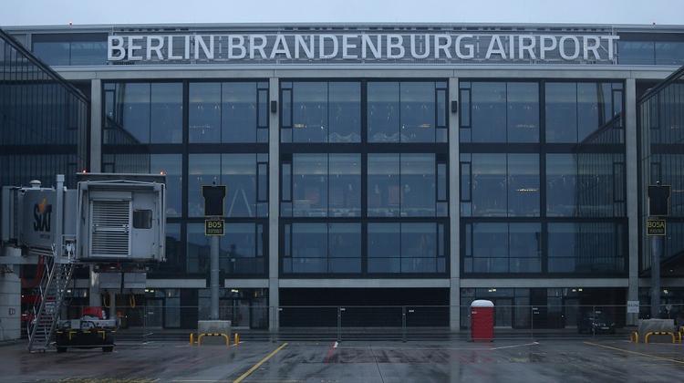 «Проклятый» аэропорт Берлина все-такие откроется. Но только в следующем году