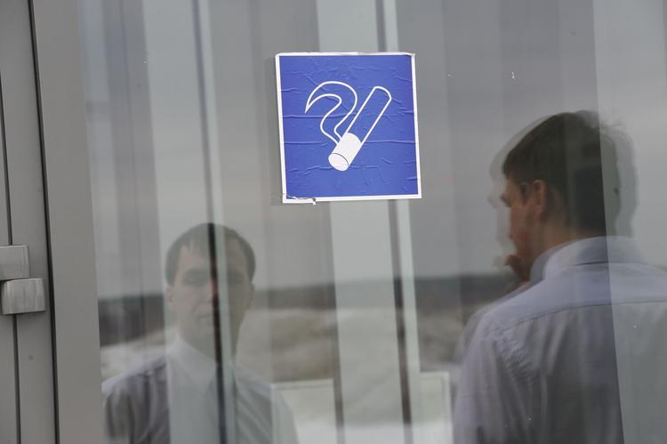 Курилкам в российских аэропортах быть. Госдума приняла соответствующий закон, Туристам Коломны, штраф Тунис Россия Норвегия Италия Достопримечательности Греция аэропорт