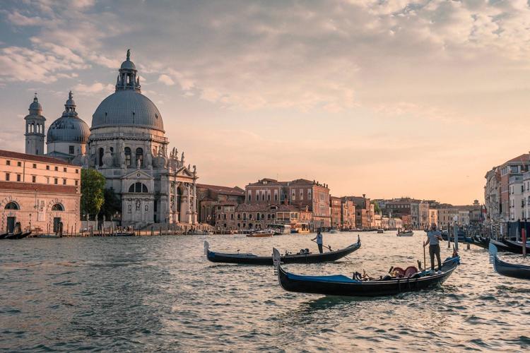 Стали известны самые популярные города Европы для поездки на выходные в 2019