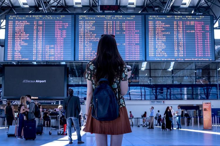 Как без стресса «убить» время в аэропорту и не переплатить за лишние килограммы