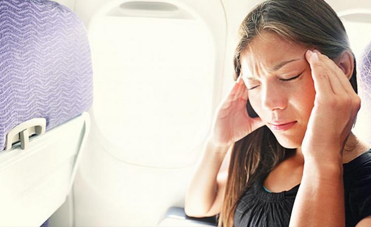 Чтобы во время полета не закладывало уши, просто сделайте ЭТО
