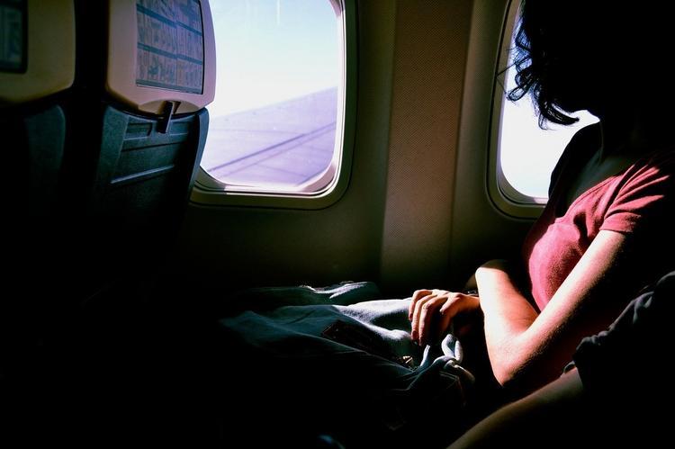 Всем этим занимаются в полете некоторые пассажиры. А другие фотографируют