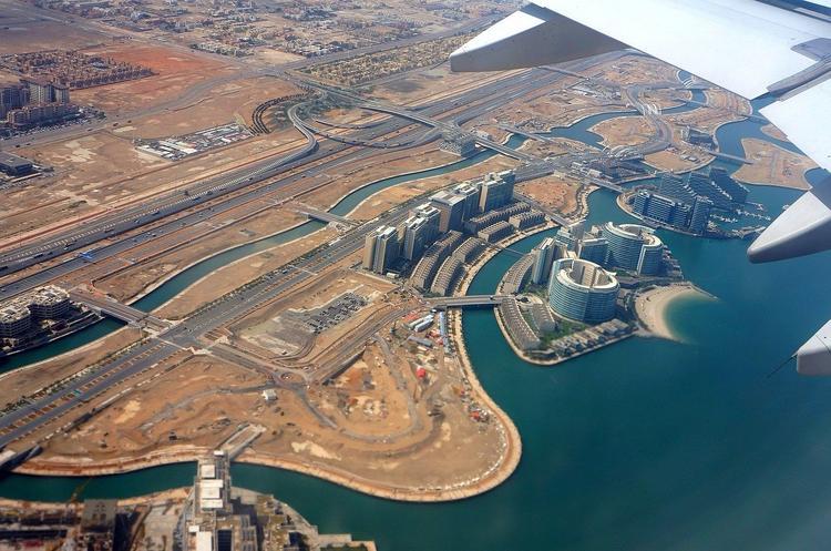 Туристы, прилетающие в ОАЭ на Etihad Airways, теперь обязаны носить электронные браслеты
