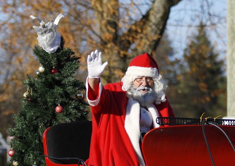 Англия сокращает карантин для приезжих, Европа вводит единые правила на Рождество и Новый год
