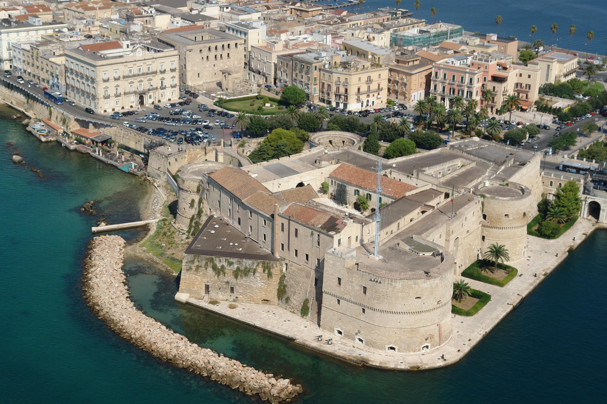 На итальянском курорте продаются дома с панорамным видом на море