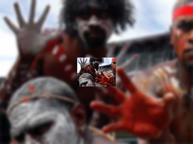 Австралия: туристам запретили спаивать аборигенов